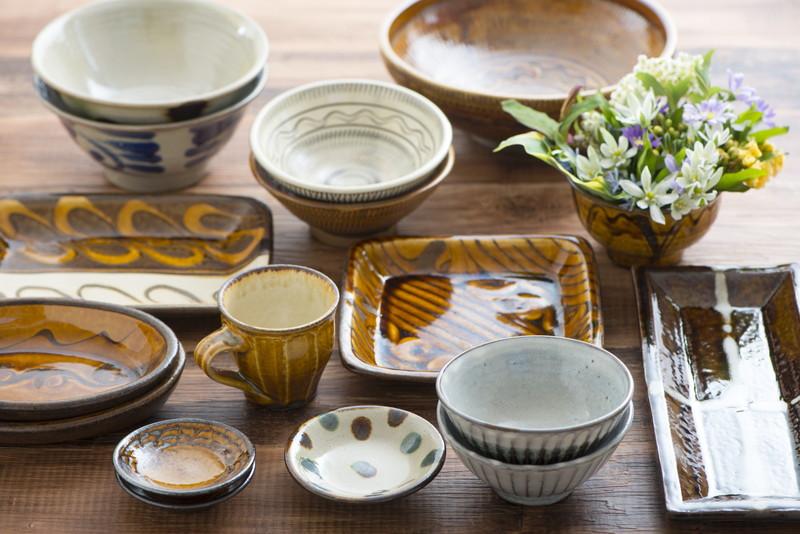 食卓の陶器